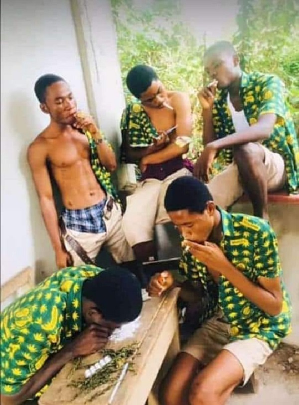 The 5 students, in their uniform, allegedly ready to smoke the illegal substance