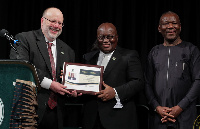 President Akufo-Addo receiving the Africa Peace Leadership Awards
