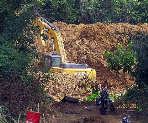 Photo was taken by the author:  Excavator for mining
