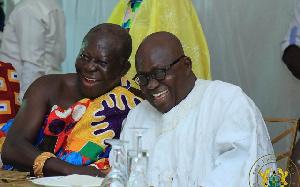 Asantehene Otumfuo Osei Tutu exchanging pleasantries with President Nana Akufo-Addo