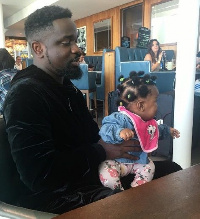 Sarkodie holding his fast growing daughter