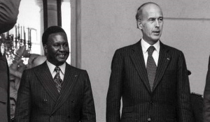 Joachim Yhombi-Opango (L) fled into exile in France in 1997