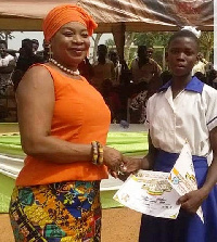 Queenstar Sawyer, MP for Agona East presenting the award to the student