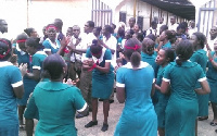 The unemployed nurses numbering over 300 picketed at the Ministry on Monday