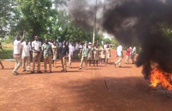 School of Hygiene students picket Sanitation Ministry over unpaid allowance