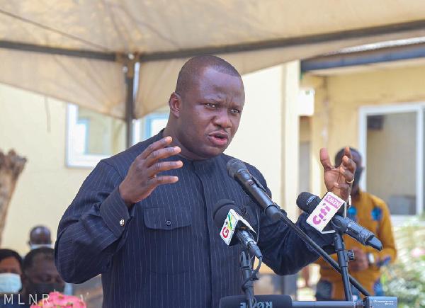 Lands Minister inspects police barracks at Kwabenya