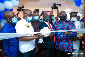 Vice President Dr Mahamudu Bawumia conducting the commissioning at thecampus of GIJ