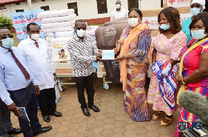 First Lady, Rebecca Akufo-Addo presenting the items to the University of Ghana Hospital