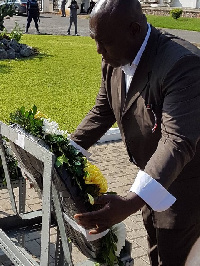Kwabena Agyei Agyepong  laying wreath in commemoration of the 35th Anniversary