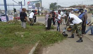 The soldiers with other civilians during the cleanup exercise