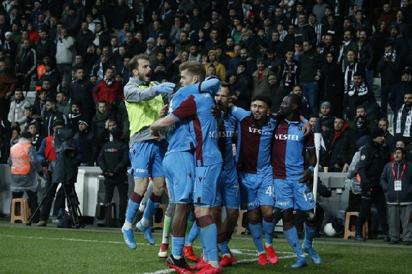 Caleb Ekuban provides delicious assists as Trabzonspor score late to snatch draw at Besiktas