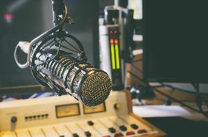 Microphone In Radio Studio 614523672 00c88cd33f4048cc846cbe3e19e8c94c Scaled
