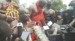 Togbui Fiti (V) speaking to the media at his palace