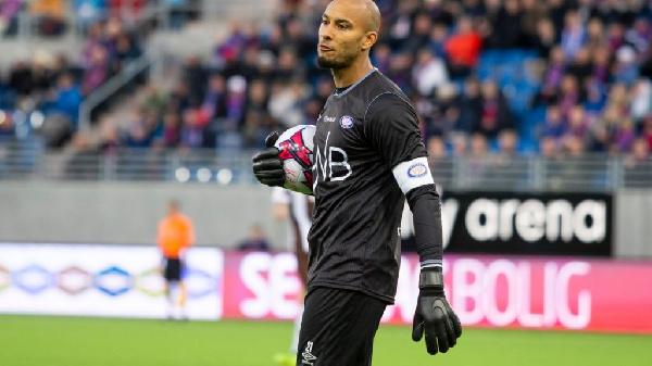 BREAKING NEWS: Ghana goalkeeper Adam Kwarasey part ways with Norwegian side Vålerenga
