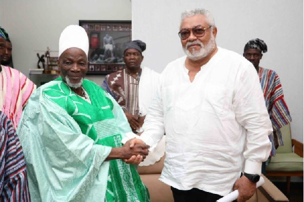 Rawlings seeks Ya Naa's support for peaceful elections