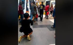 Lady breaks down in tears as her boyfriend rejects proposal