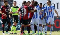 Sulley Muntari confronts the referee during Pescara's defeat at Cagliari