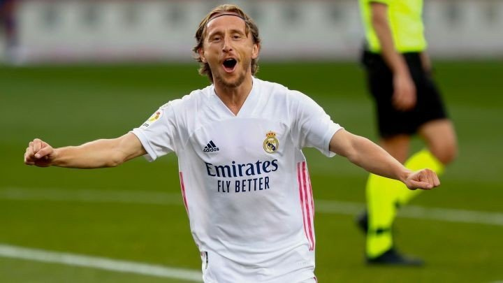 Modric agrees to new deal with Real Madrid