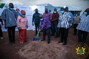 Presdent Akufo-Addo cutting the sod for the Damongo water project