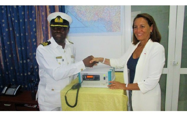 Fight against piracy : France hands over radio equipment to Ghana