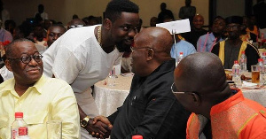 Rapper Sarkodie shakes hands with Akufo-Addo