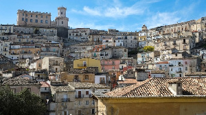 Italy villages wey ready to pay young pipo $33,000 to come live dia