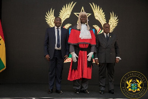 Chief Justice Anin Yeboah flanked by Vice President Mahamudu Bawumia and President Akufo-Addo