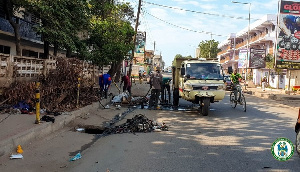 Residents of Agbogbloshie cleaning waste from drains