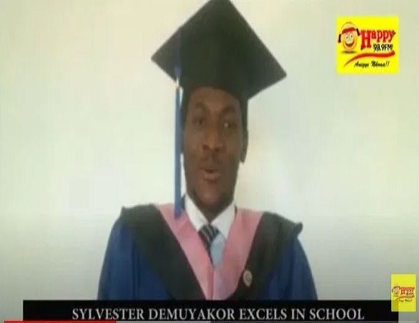 Ghanaian student, Sylvester Demukayor fluently addresses graduates in Chinese