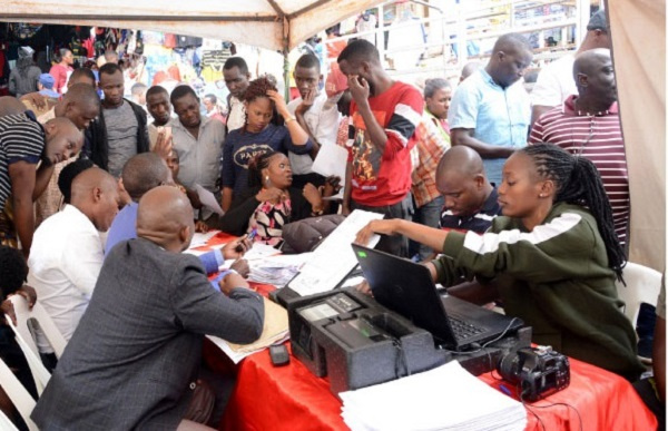 Huge turnout for one-day voter registration exercise overwhelms EC officials