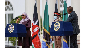 Presidents Uhuru Kenyatta and Samia Suluhu address a joint press briefing