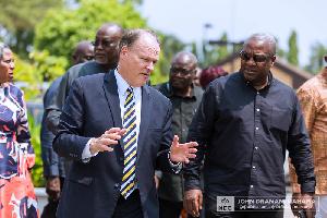 John Dramani Mahama interacting with Marcus B Nash