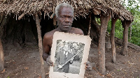 Two villages on the Vanuatuan island of Tanna don worship di Duke of Edinburgh as god