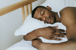 Tips for how to eat right to sleep tight