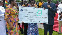 The cheque which showed the reward package for the best teacher had the word 'prize' wrongly spelt