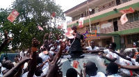 PNC's parliamentary candidate for Bolgatanga Central, Thomas Akurugu, showers electorate with cash