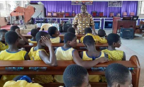 Don't bath your teenage girls - Police cautions fathers