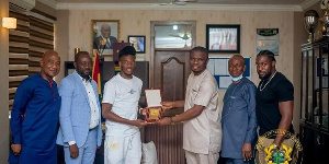 According to Hudson-Odoi, he will collaborate with the government to enhance football in Ghana