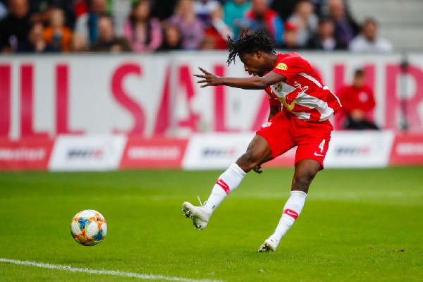Majeed Ashimeru wows with knife-through-butter dribble and assist for Red Bull Salzburg