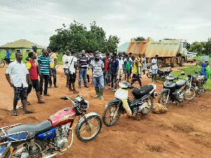 The  youth blocked the Roads and Highways Minister's convoy from entering the town