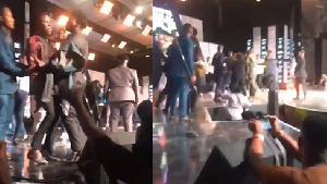 Stonebwoy pulled a gun after Shatta Wale stormed the stage with his millitants