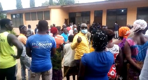 The residents say the unprofessional conduct of the health workers caused the death of Mr Lartey