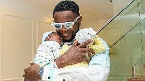 Kizz Daniels: Nigerian musician talk about im kids, e say im born triplets but one die