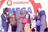 A young lady receiving her award from Joyce Aryee at the 2018 Vodafone SME Ghana Awards