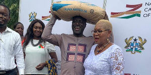 Captain Smart carrying cement to be used to build National Cathedral