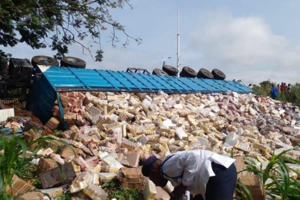 Truck hauling assorted drinks capsizes in Ho