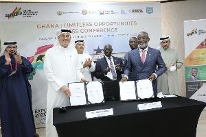 Yofi Grant, CEO of GIPC and Mohsen Ahmad, CEO of Dubai South at the signing ceremony