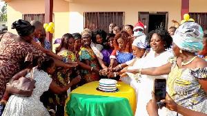 Otiko Djaba Cuttiing Anniversary Cake