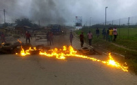 Residents burnt tyres to demonstrate against the nature of their roads