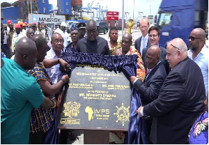 Minister for Roads and Highways, Kwasi Amoako Atta commissioning the road